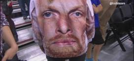 Insolite : une fan porte un pull Chris Kaman à Portland