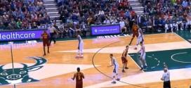 LeBron James balance tranquillement un shoot à 10m