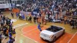 Quand un dunk par-dessus une voiture tourne mal