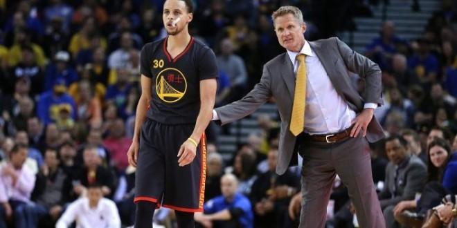 Les Warriors gardent le rythme à domicile avec un réveil au bon moment de Steph Curry