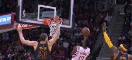Le chase-down block de LeBron James sur James Harden