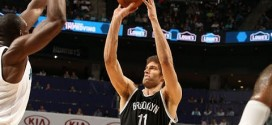 Les highlights de Brook Lopez face aux Hornets: 34 points et 10 rebonds
