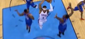 Remise en jeu, coast-to-coast et énorme dunk à deux mains pour Russell Westbrook !