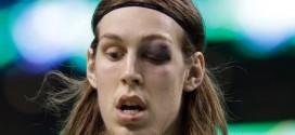 Kelly Olynyk joue et brille malgré une impressionnante blessure à l'oeil