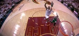 LeBron James s'envole en contre-attaque