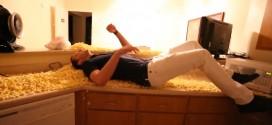 [Bizutage] Vidéo: Les Kings pourrissent l'appartement de Nik Stauskas