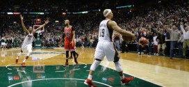 Milwaukee évite le sweep au buzzer !