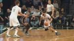 Deron Williams crosse et trouve Brook Lopez pour le dunk