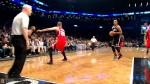Jarrett Jack sauve le ballon et sert Brook Lopez pour le dunk à deux mains !