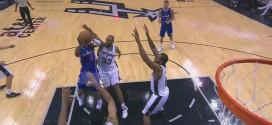 Le shoot peu académique de Chris Paul sur trois Spurs