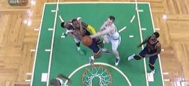 [Vidéo] Evan Turner attrape LeBron James et prend une flagrante