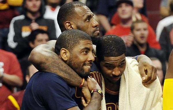 LeBron James Kyrie Irving et Tristan Thompson