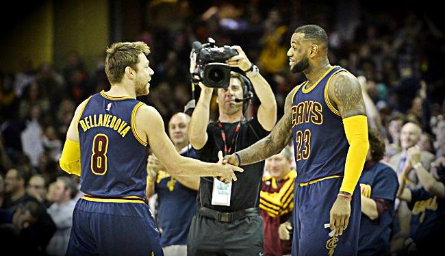 Matthew Dellavedova et LeBron James
