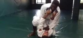 Vidéo: Roy Hibbert se met aujiu-jitsu