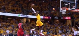 LeBron James intercepte et s'envole en contre-attaque !