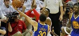 Vidéo: Steph Curry évite à merveille les contres de Dwight Howard