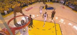 Fail: Marreese Speights rate un dunk seul en contre-attaque