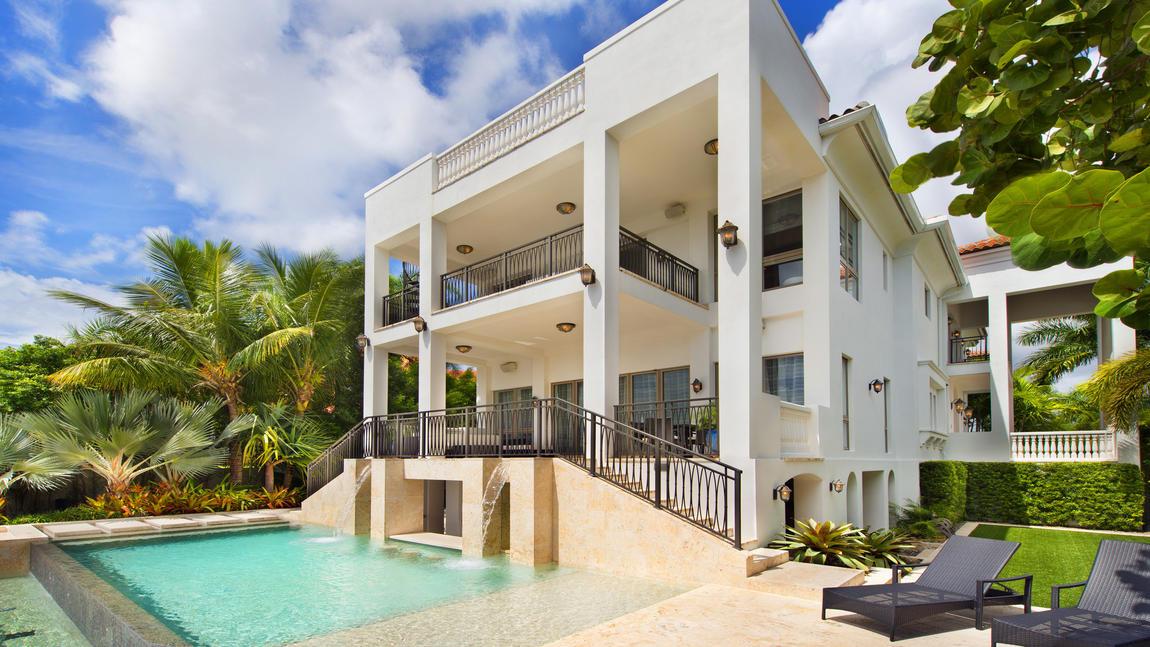 lebron james met en vente sa villa de miami. Black Bedroom Furniture Sets. Home Design Ideas