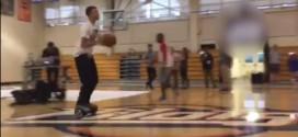 Vidéo: Stephen Curry marque de milieu du terrain sur un PhunkeeDuck