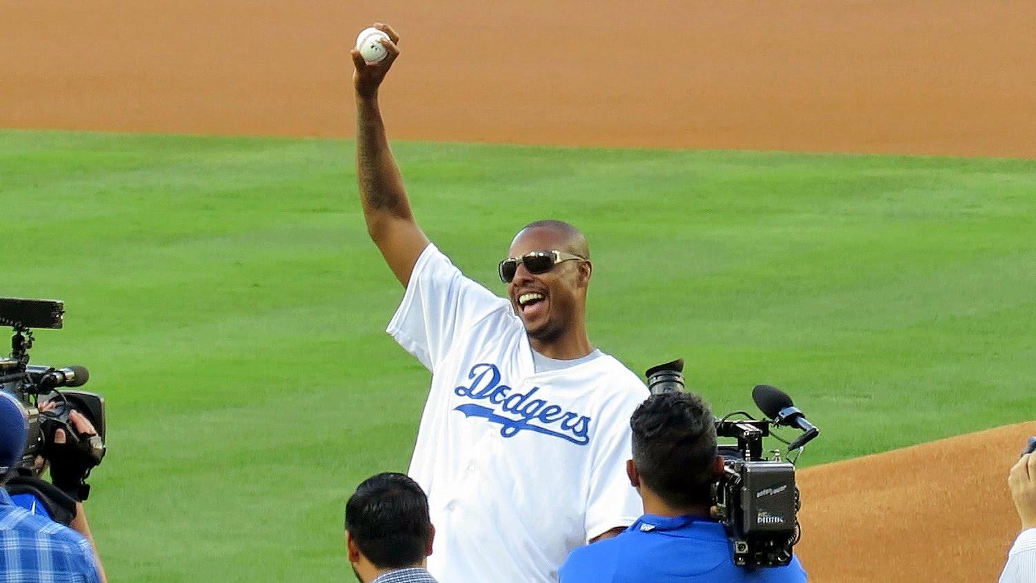 Baseball: Paul Pierce chahut� par les fans des Dodgers apr�s un premier lancer foir�