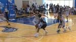 Elfrid Payton crosse deux défenseurs pour aller poser un dunk