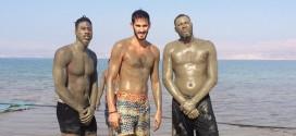 Insolite! DeMarcus Cousins, Iman Shumpert et Omri Casspi testent le bain de boue de la mer Morte