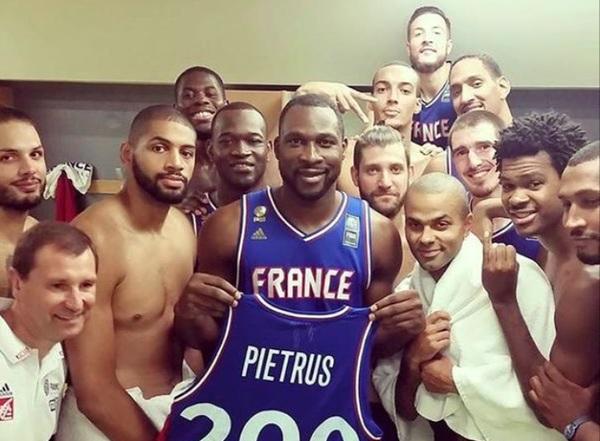 Florent Piétrus et l'équipe de France