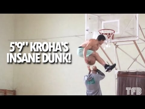 Le génial dunk sous les deux jambes signé Kroha (1,75m) !