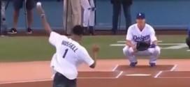 Vidéo : le first pitch de D'Angelo Russell au match des Dodgers
