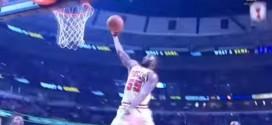 Oups: E'Twaun Moore se prend un stop sur une tentative de dunk