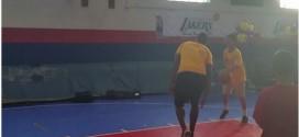 Vidéo: Julius Randle met un énorme contre à un gamin