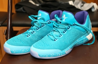 jeremy-lin-adidas-crazylight-boost-2015-hornets-pe-teal-2