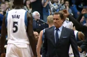 Vidéo: l'hommage de la NBA à Flip Saunders