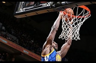 Draymond Green envoie trois alley-oops