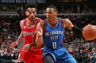Les highlights du duel Derrick Rose (29 pts et 7 asts) – Russell Westbrook (20 pts et 10 asts)