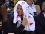 Stephen Curry mort de rire après un panier de son frère Seth