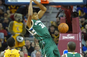 Top 5: doublé pour le Greek Freak; Circus shot pour Harrison Barnes