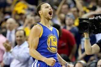Vidéo: les plus gros shoots à trois points de Stephen Curry lors des 12 derniers mois