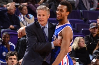 Ish Smith et Brett Brown