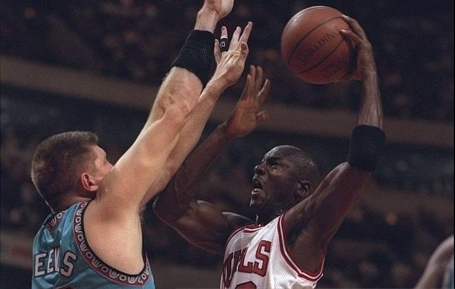 Michael Jordan et Bryant Reeves