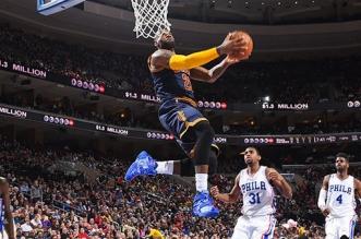 LeBron James reverse dunk