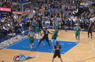 Andrew Wiggins postérize JaVale McGee !