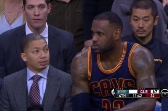 Vidéo: LeBron james apparemment pas très content de la fessée reçue par son équipe