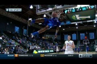 NCAA: Shaq Goodwin prend une faute technique pour avoir imité Vince Carter