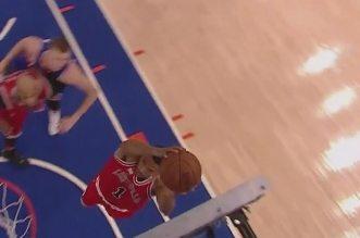 Derrick Rose réussit son premier dunk de la saison