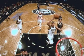 Giannis Antetokounmpo feinte les Nets pour monter au dunk