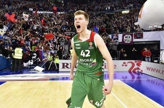 Top 10 Euroleague: Davis Bertans crucifie le Real Madrid sur un incroyable shoot