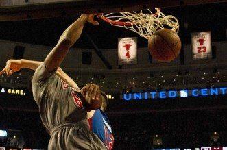 Top 5 NBA: le gros swat de Faried; Philly et Indiana s'échangent les posters
