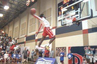 Vidéo: Le lycéenJashaun Smith, 1m96, a un incroyable jump
