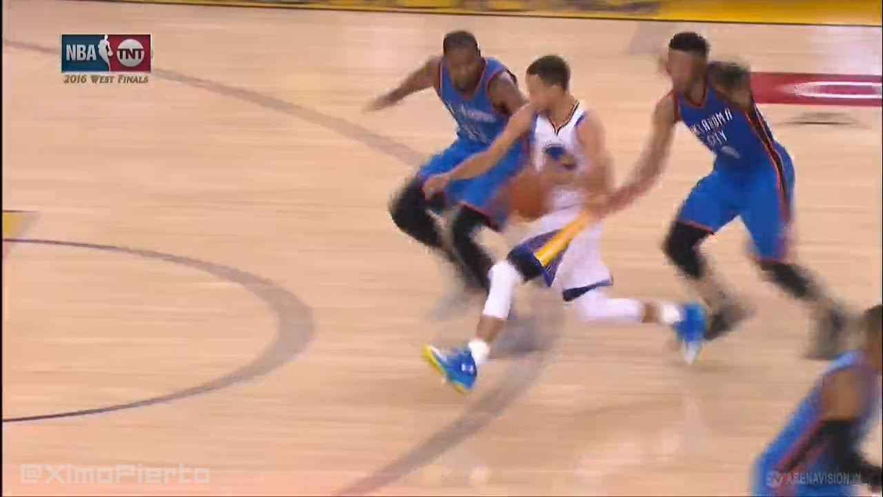 En 5 secondes, Steph Curry traverse tout le terrain et plante un buzzer beater déconcertant !